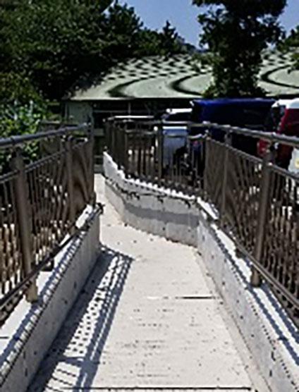 金杉小学校外階段スロープ設置